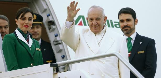 12.fev.2016 - Papa Francisco se prepara para embarcar rumo a Cuba