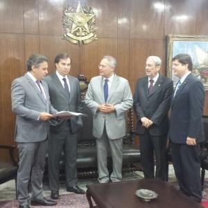 14.jul.2016 - O novo presidente da Câmara, Rodrigo Maia (DEM-RJ), se reúne com o senador Aécio Neves (PSDB-MG); Renan Calheiros (PMDB-AL), presidente do Senado; o deputado Antônio Imbassahy (PSDB-BA)