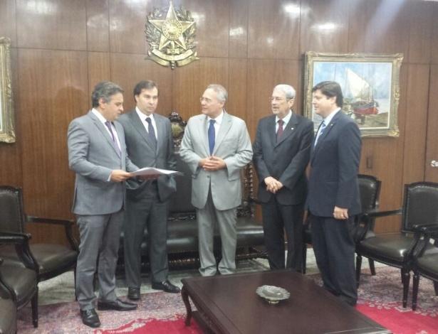 O novo presidente da Câmara, Rodrigo Maia (DEM-RJ), se reúne com o senador Aécio Neves (PSDB-MG); Renan Calheiros (PMDB-AL), presidente do Senado; e os deputados Antônio Imbassahy (PSDB-BA) e Baleia Rossi (PMDB-SP)
