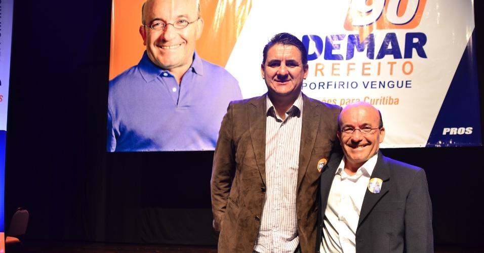 23.jul.2016 - Porfirio Vengue (à esq.) é o pré-candidato a vice-prefeito de Curitiba com Ademar Pereira (à dir) pelo PROS. O partido oficializou os candidatos durante uma convenção que reuniu cerca de mil pessoas na capital do Paraná