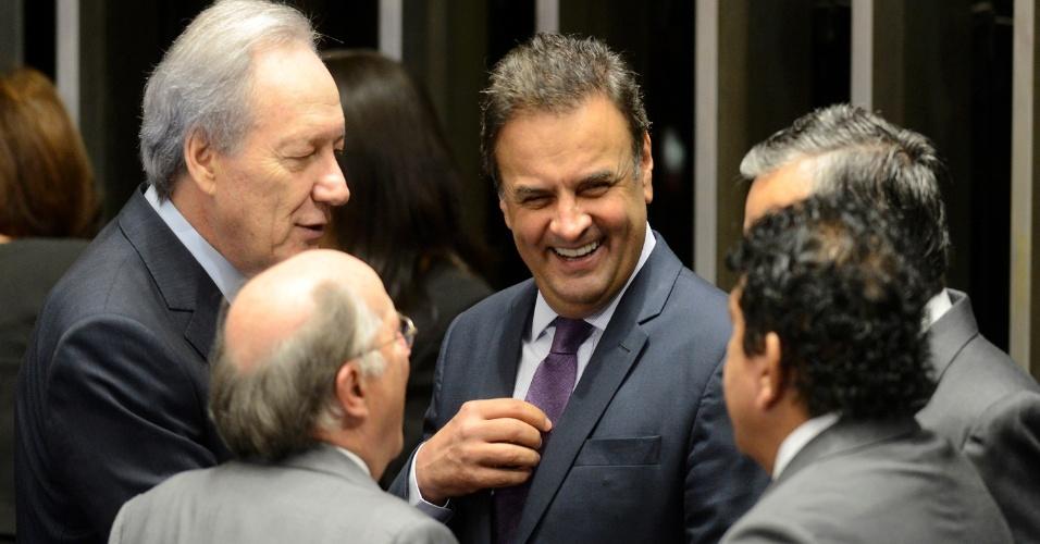 29.ago.2016 - Presidente do Supremo Tribunal Federal (STF), ministro Ricardo Lewandowski e o senador Aécio Neves conversam no Senado, em Brasília (DF), onde acontece o julgamento final do processo de impeachment da presidente afastada, Dilma Rousseff