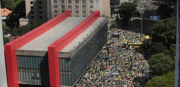 4.dez.2016 - Manifestantes participam de ato em defesa à Operação Lava Jato e ao pacote de medidas anticorrupção, na avenida Paulista, região central da capital paulista