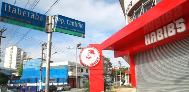 Fachada do Habib's da Avenina Itaberaba, na Vila Nova Cachoeirinha, zona norte de São Paulo, local em que o menino João Victor de Souza Carvalho, 13, morreu