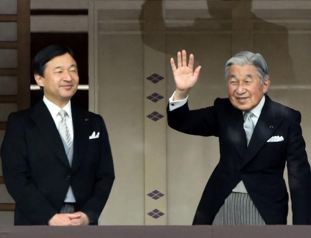 O imperador do Japão, Akihito, ao lado do filho, o príncipe Naruhito