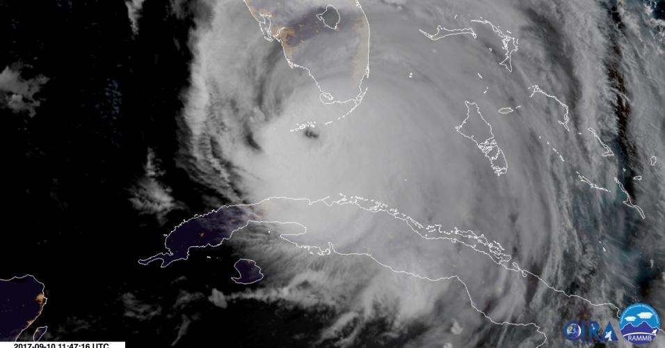 10.set.2017 - Imagem de satélite mostra o olho do furacão Irma chegando ao arquipélago Florida Keys, no sul do Estado da Flórida