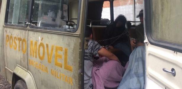 Em São Leopoldo (RS), suspeitos de crimes são mantidos em ônibus da Brigada Militar - UGEIRM-Sindicato