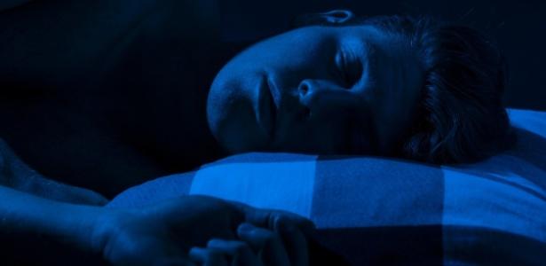 O ladrão foi encontrado dormindo e coberto de Doritos