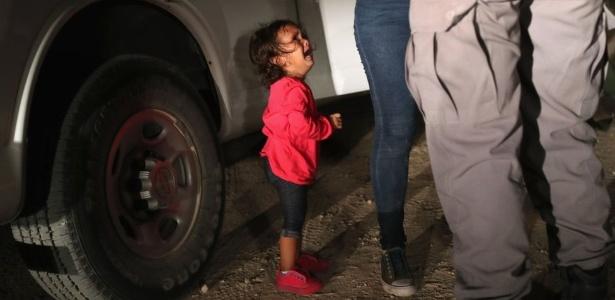 A foto feita por John Moore se tornou um símbolo de famílias migrantes que tentam entrar nos EUA com menores - John Moore/Getty Images