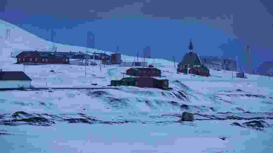 Cidade de Longyearbyen, a mais ao norte do planeta, localizada no arquipélago de Svalbard -  Lalo de Almeida/ Folhapress