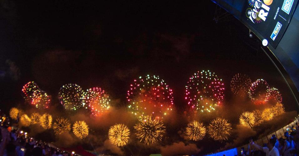 Queima de fogos de artifício vista da Praia de Copacabana no Rio de Janeiro (RJ), nesta terça-feira (01), para a chegada de 2019