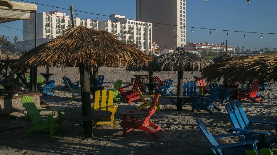 Restaurante de praia quase vazio em Rosarito, no México - Meghan Dhaliwal/The New York Times