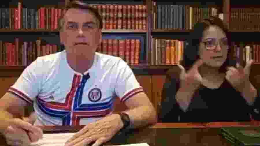 Bolsonaro durante live nas redes sociais - Reprodução de Youtube