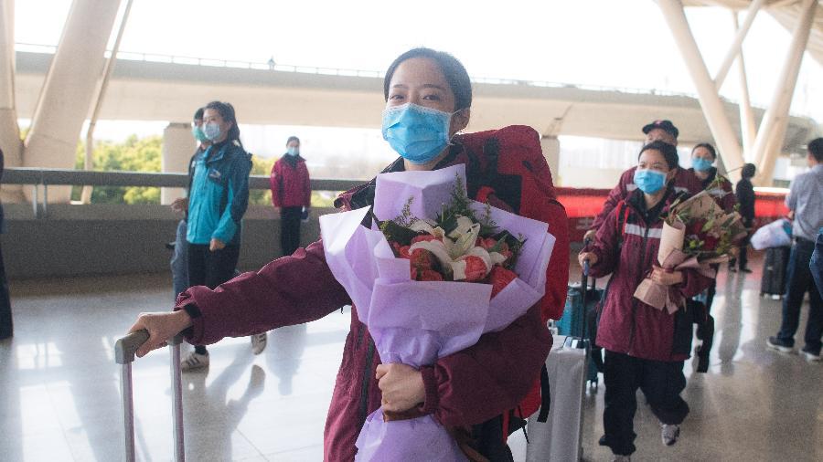 17.mar.2020 - Trabalhadores da saúde da província de Guizhou, na China - Xinhua/Xiao Yijiu