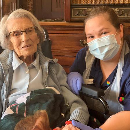 Connie Titchen, 106 anos, recuperou-se da covid-19 -
