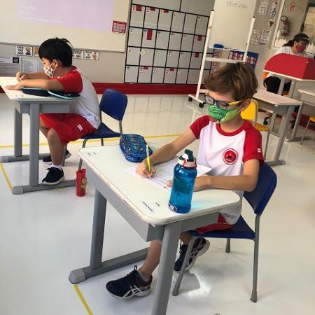 Alunos na unidade de Indaiatuba da escola bilíngue Maple Bear; escolas foram autorizadas a reabrir para atividades de apoio e orientação - Divulgação