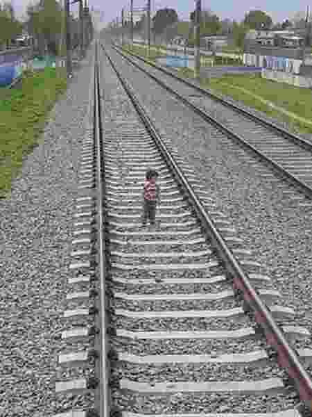 Condutor de trem conseguiu frear a tempo de evitar atropelamento de criança de 3 anos na Argentina - Reprodução