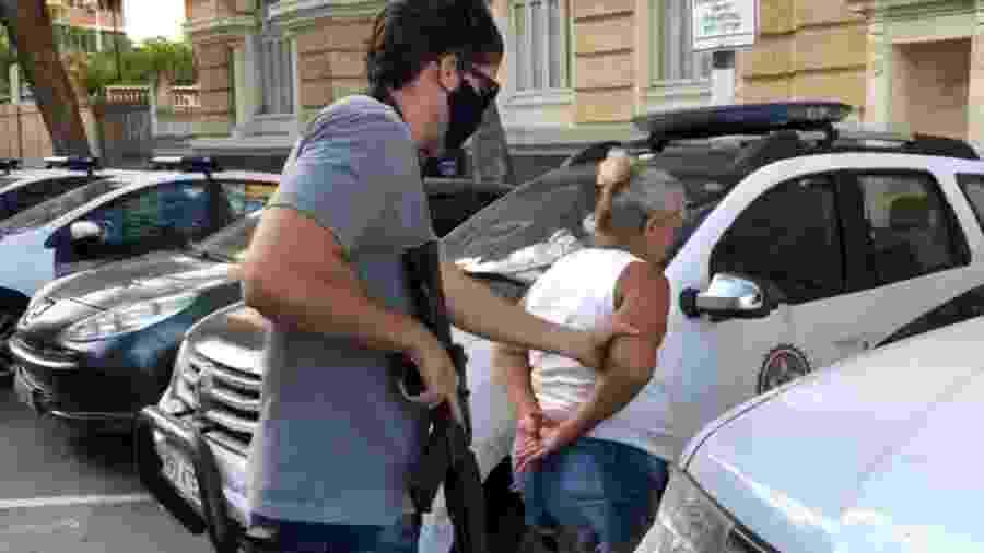 Polícia prende governanta suspeita de desviar mais de R$ 2 mi de idosa; ela teria comprado carro para amante - Divulgação/Polícia Civil