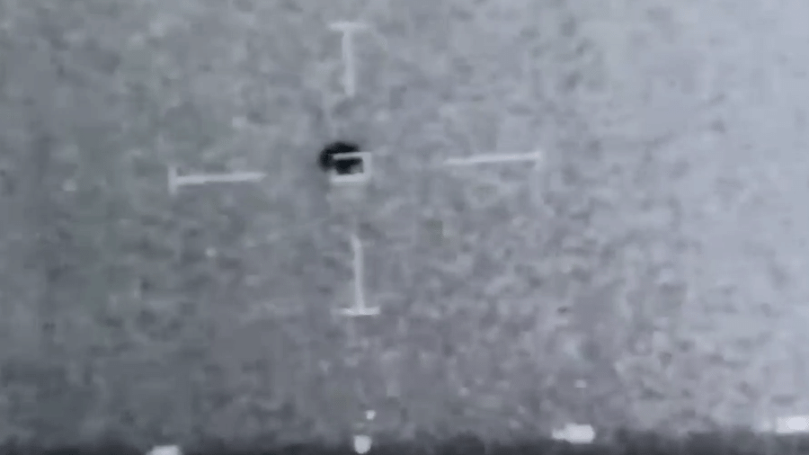 Vídeo da Marinha norte-americana mostra objeto não identificado - Reprodução