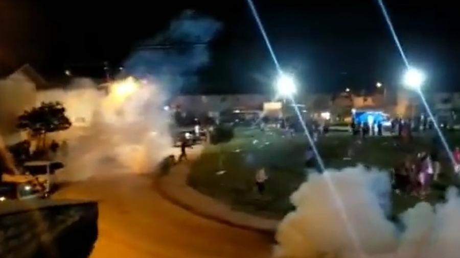 Festa clandestina foi interrompida com bomba de gás em Porto Seguro, na Bahia - Reprodução/Facebook