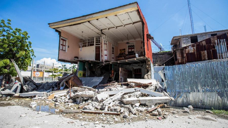 Casa destruída após um terremoto de magnitude 7,2 em Les Cayes, Haiti - STRINGER/REUTERS