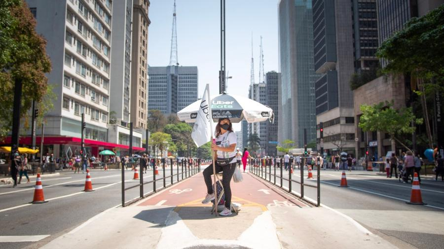 """""""Bandeirinha"""" de ciclovia na avenida Paulista (SP) - Lucas Guarnieri Martelli"""