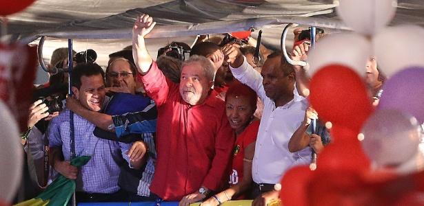 18.mar,2016 - Na avenida Paulista, em São Paulo, o ex-presidente Luiz Inácio Lula da Silva participa de manifestação em apoio a Dilma