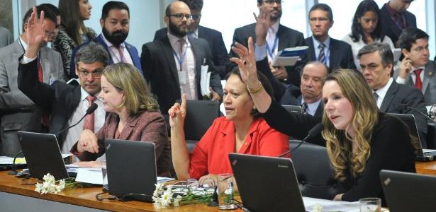 Bancada governista na comissão (da esq. para a dir.: Lindbergh Farias, Gleisi Hoffmann, Fátima Bezerra e Vanessa Graziotin) teve apenas cinco votos na comissão