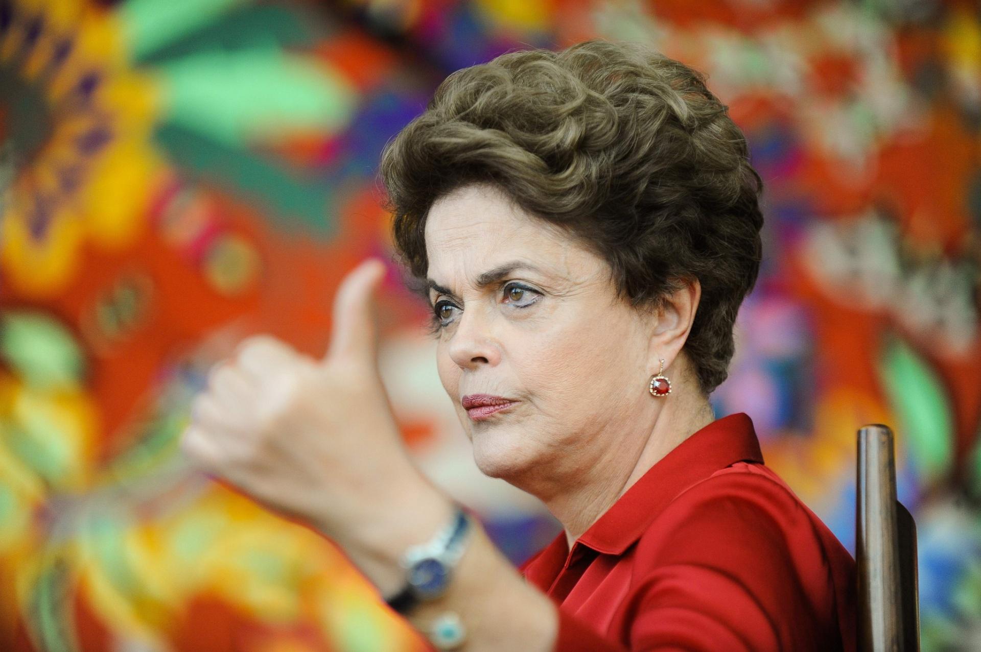 18.ago.2016 - Dilma Rousseff dá entrevista a agências internacionais no Palácio da Alvorada, em Brasília