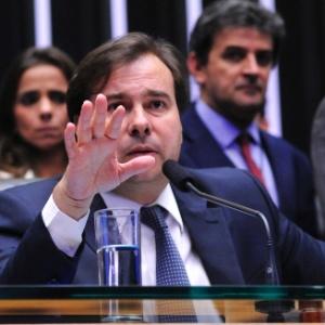 Rodrigo Maia tenta agradar a oposição no Congresso