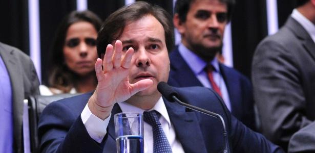 Nos bastidores, Rodrigo Maia (DEM-RJ) tenta a reeleição