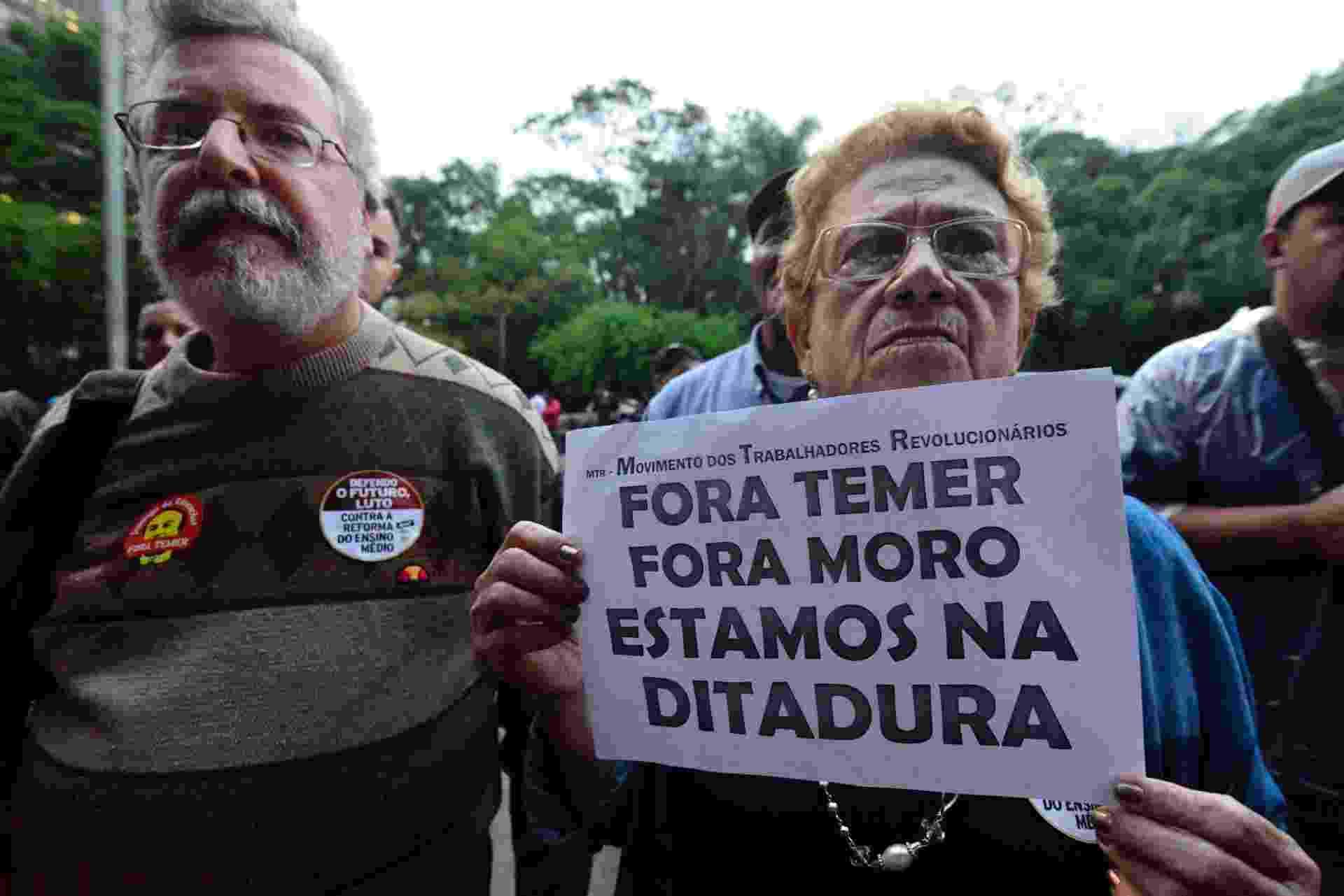 anifestantes reúnem-se no vão livre do Museu de Arte de São Paulo (Masp), na Avenida Paulista, em São Paulo, para protestar contra a PEC 241 - Cris Faga/FoxPressPhoto/Estadão Conteúdo