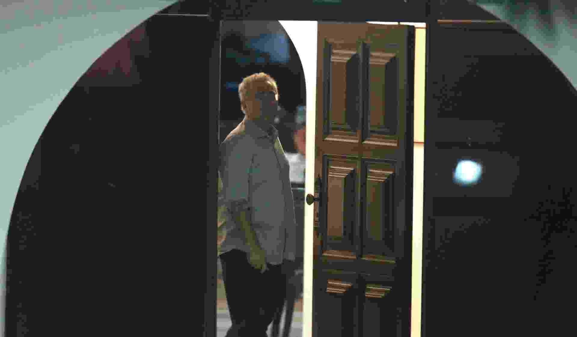 5.dez.2016 - O senador Renan Calheiros (PMDB-AL) na entrada da residência oficial do Senado, em Brasília, na noite desta segunda-feira (5). O ministro Marco Aurélio Mello, do Supremo Tribunal Federal (STF) - Dida Sampaio/Estadão Conteúdo
