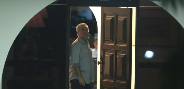 O senador Renan Calheiros (PMDB-AL) na entrada da residência oficial do Senado