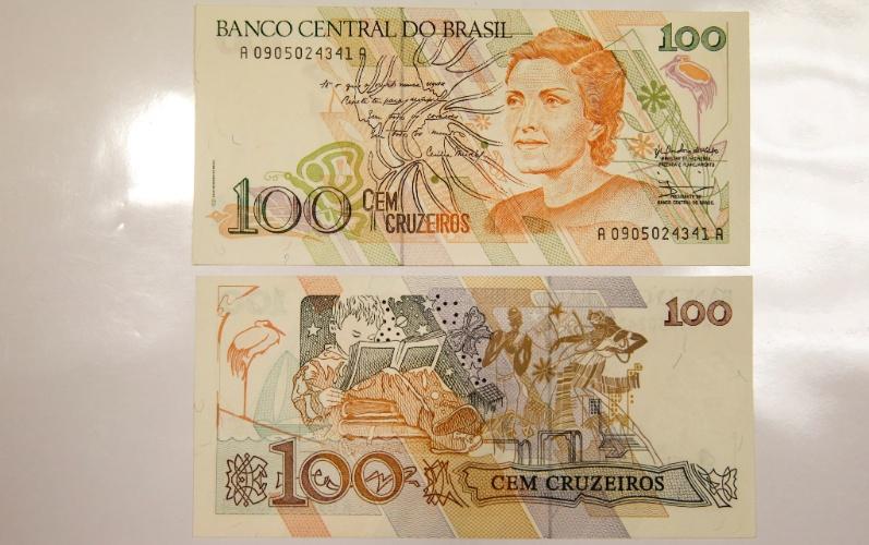 A nota de cem cruzeiros que circulou no início dos anos 1990 traz a efígie da escritora Cecília Meireles. É uma das poucas cédulas brasileiras com uma mulher estampada