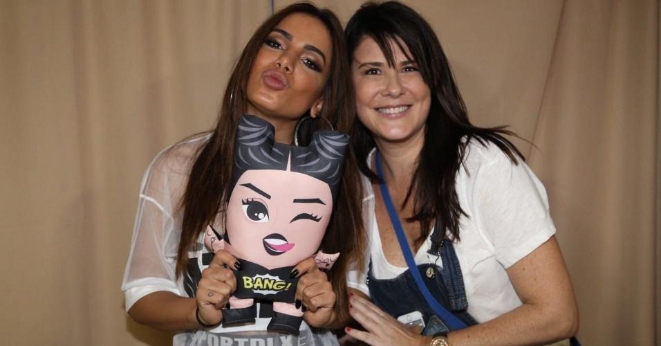 A Calderon Decor produz bonecos personalizados. Na foto, a cantora Anitta e a empresária Patrícia Calderon
