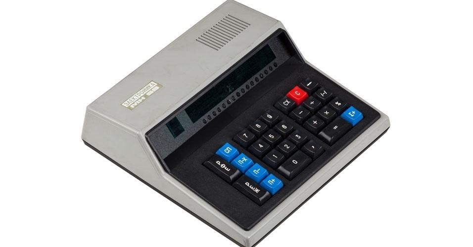 Calculadora MK 59 (1989). Esse é um dos objetos extintos que integram a enciclopédia virtual criada pela startup russa Thngs para eternizar tecnologias do passado