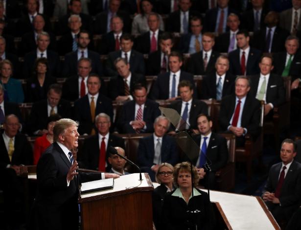 Donald Trump faz seu primeiro discurso no Congresso norte-americano