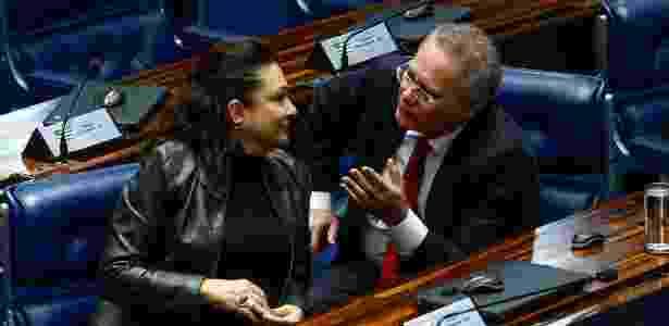 4.abr.2017 - Os senadores Renan Calheiros (PMDB-AL) e Katia Abreu (sem partido-TO)  - Pedro Ladeira/Folhapress