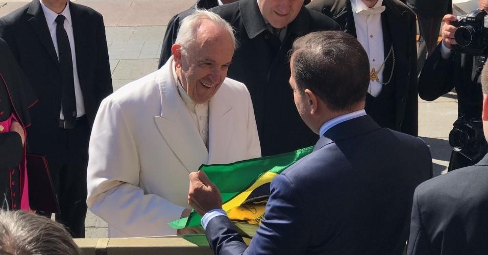 19.abr.2017 - O prefeito de São Paulo, João Doria (PSDB), se encontra com o papa Francisco em audiência no Vaticano
