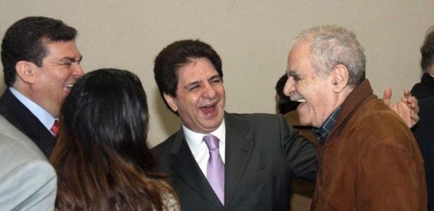 O psiquiatra e escritor Paulo Gaudencio (de marrom), que morreu semana passada