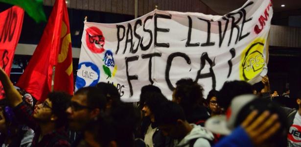 03.ago.2017 - Protesto contra cortes no passe livre