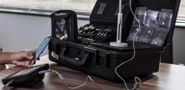 """""""Maleta espiã"""" com equipamentos e cabos para extração de dados de celulares: equipamento é utilizado pela PF em diversas operações diferentes"""