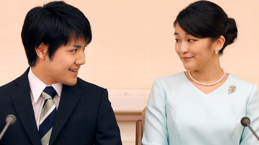 A princesa Mako com seu noivo Kei Komuro, durante entrevista à imprensa para anunciar o noivado - Shizuo Kambayashi/ Reuters
