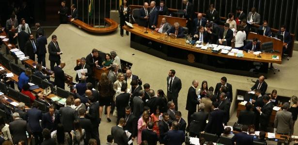 Câmara discute itens de reforma política