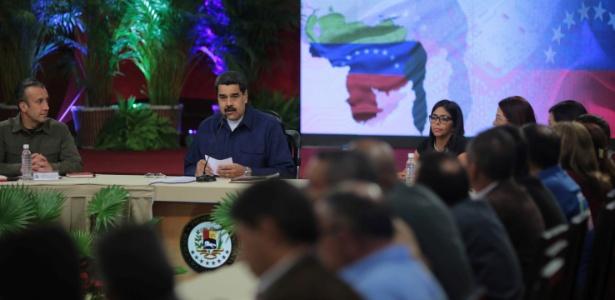 Nicolás Maduro reuniu os governadores eleitos após os juramentos à Constituinte - Miraflores Palace/Handout via REUTERS