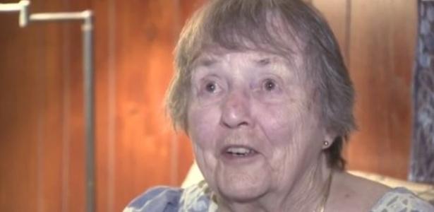 Patricia Mulkeen,91, estava completamente pelada quando espantou o bandido