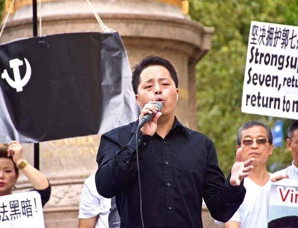 Zhuang Liehong participa de um protesto em Nova York