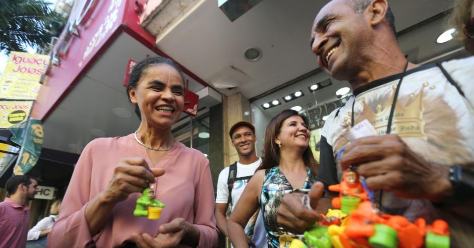 1.set.2018 - A candidata à Presidência Marina Silva (Rede) faz caminhada em Nova Iguaçu, na Baixada Fluminense, neste sábado