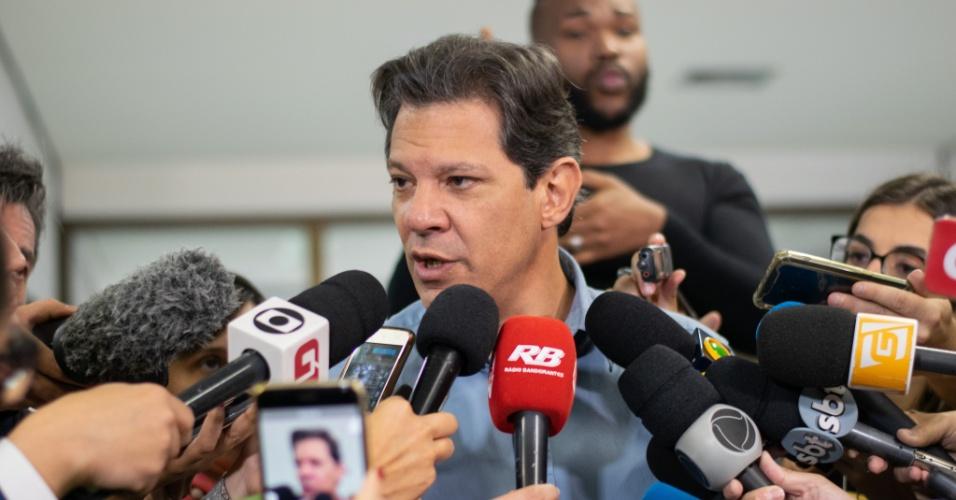 16.out.2018 - O candidato do PT (Partido dos Trabalhadores) à presidência da República, Fernando Haddad, em coletiva de imprensa no hotel Matsubara, em São Paulo na manhã nesta terça feira (16)
