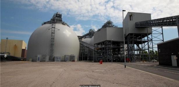 A conversão da usina de energia Drax - de carvão em biomassa - custou R$ 3,8 bilhões - Chris Baraniuk/BBC